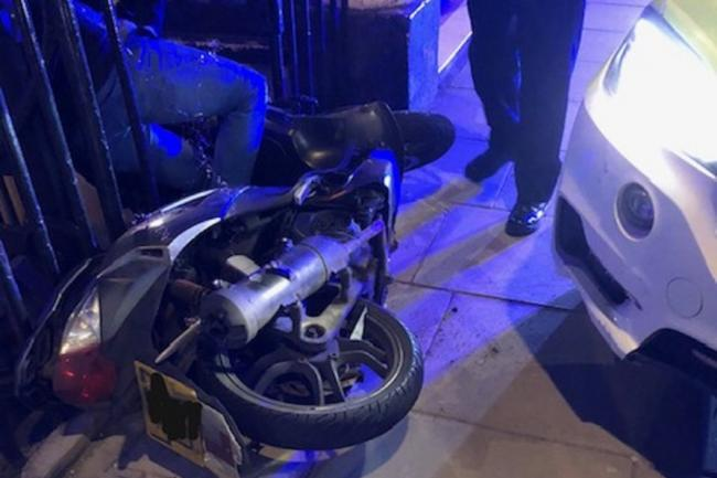 London police detain dangerous moped rider