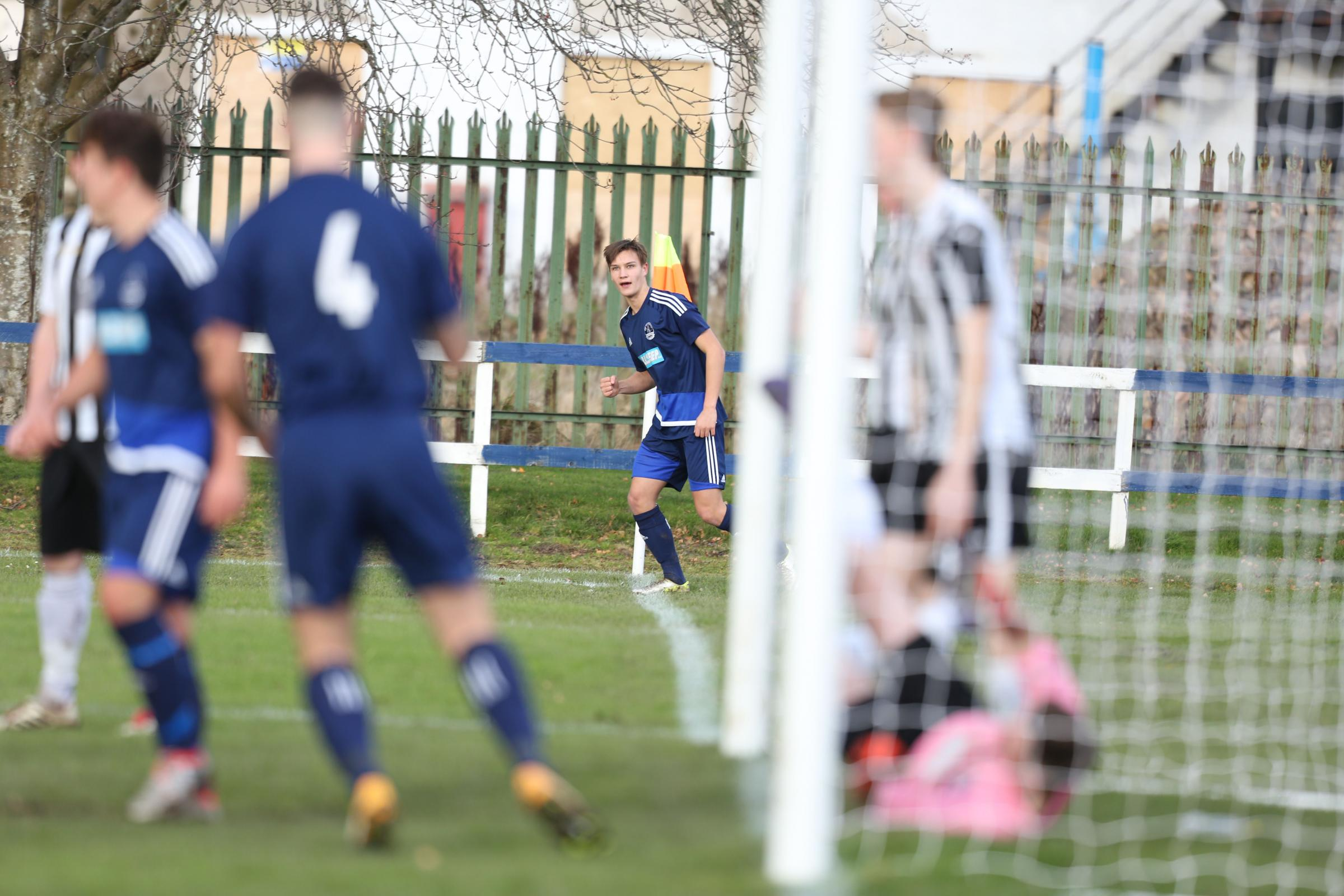 Liall Smith scoring directly from a corner. Photo: Helen Barrington